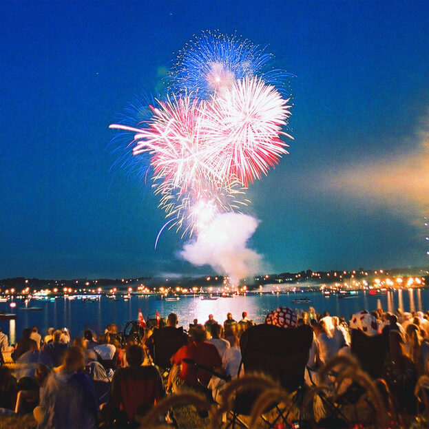 fireworks-plume-in-barrie-ontario-canada_800